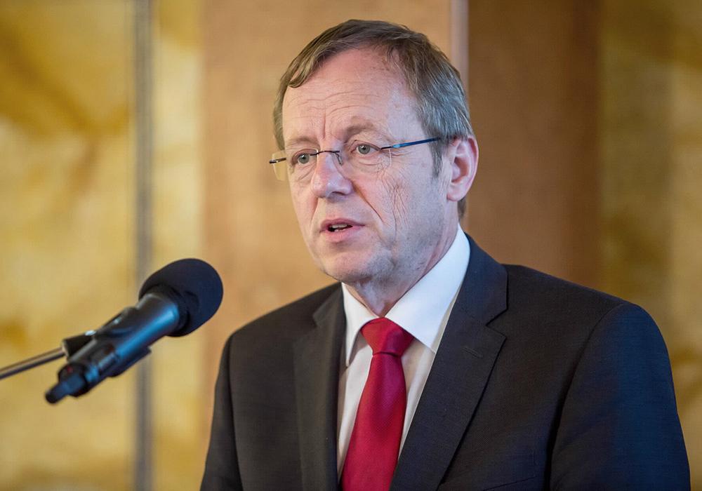 Foto Veranstaltung Jan Wörner, acatech Präsident, am Mikrofon