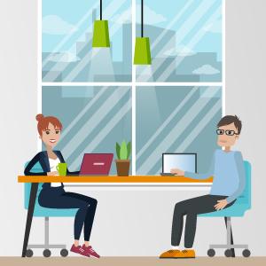Kollegen sitzen vor einem Fenster am Schreibtisch