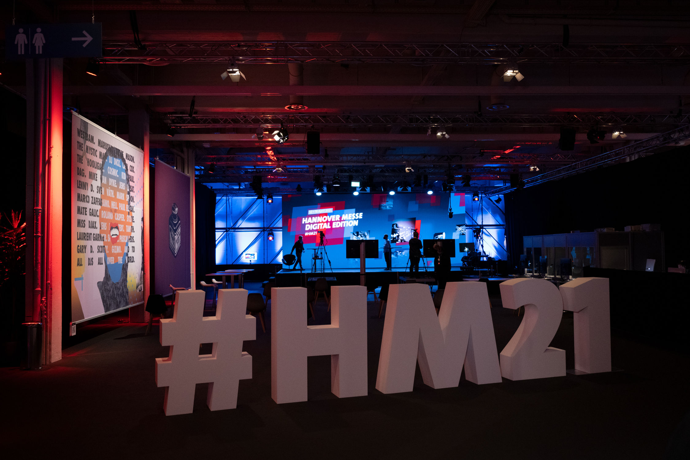 Bild der Bühne der Hannover Messe 2021 mit Schriftzug