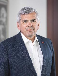 Portrait Foto Jörg Hofmann